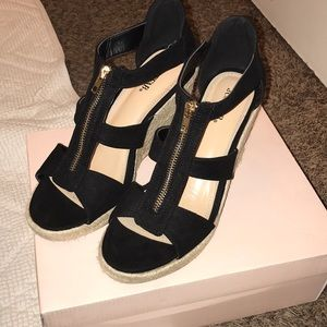 NWT Black gold zip up wedge just fab size 10